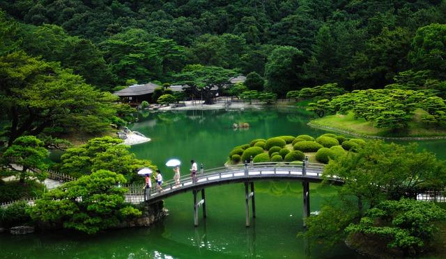 Brücke im japanischen Garten