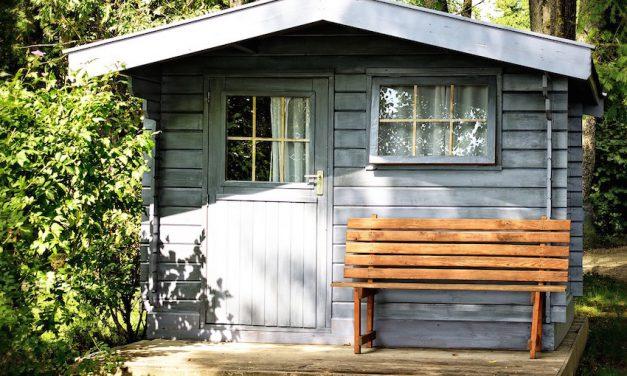 Hitzeschutz für das Gartenhaus per Fenstermarkise